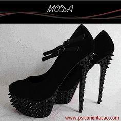 MODA – Criação e comercialização de peças de vestuário e acessórios, no qual segue estilos e tendências.     Atuação:  Consultoria, coordenação, design/estilismo, fotografia, gerenciamento, modelagem, negócios, produção