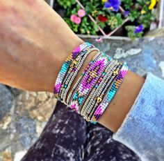 Visual result about Miyuki I wanted to show you steps to make a bracelet with natural stone and leather thread … Seed Bead Bracelets Diy, Beaded Bracelets Tutorial, Woven Bracelets, Seed Bead Jewelry, Bead Jewellery, Beaded Jewelry, Handmade Jewelry, Loom Bracelet Patterns, Bead Loom Patterns