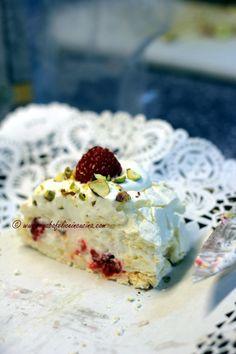 Arabafelice in cucina!: Rotolo di meringa alla crema di mascarpone con lamponi e pistacchi
