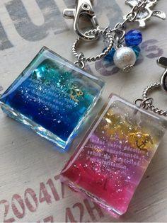 Resin, I think Resin Jewelry Tutorial, Resin Jewelry Making, Resin Tutorial, Fused Glass Jewelry, Diy Resin Crafts, Diy Arts And Crafts, Jewelry Crafts, Handmade Jewelry, Epoxy Resin Art