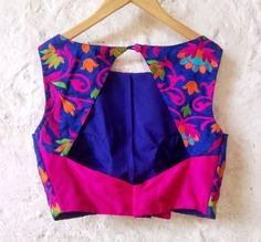 Blue Padded Silk Blouse with Bright Floral от Amoristudios на Etsy - Detalle y Moda Indian Attire, Indian Wear, Indian Outfits, Saree Blouse Patterns, Saree Blouse Designs, Look Fashion, Indian Fashion, Fashion Design, Blouse Designs