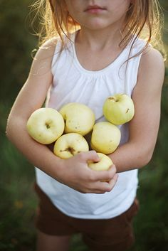 """Gala Halona (Native American for """"happy nature"""") enjoys picking fruit & berries with YaYa to make her favorite fruit pies. Samos, Little People, Little Ones, Children Photography, Family Photography, Apple Season, Portraits, Country Life, Country Living"""