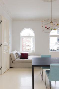 From Norwegian interior magazine Bonytt Photo: Niklas Hart Interiors Magazine, Kitchen Interior, Bespoke, Dining Bench, Kitchens, Interior Design, Modern, Furniture, Home Decor