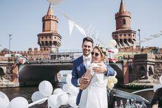 Standesamtliche Hochzeit im Ermeler Haus mit Saxophonmusik. Die Feier des Brautpaares fand auf einem gemütlichen Holzboot und grandioser Hochzeitstorte von süßeflora statt.  #berlinweddings #hochzeit #brautkleid #lebendigehochzeitsfotos #hochzeitsfotografberlin #hochzeitsfotografie #berlin #sommerhochzeit #hochzeitsinspiration #hochzeitsfotos #lebendigehochzeitsfotos #hochzeitsreportage #brautstyling #jawort #hochzeitsboot #hochzeitsfeieraufderspree #ermelerhaus #hochzeitstorte #süsseflora Louvre, Building, Travel, Civil Wedding, Newlyweds, Wedding Cakes, Wedding Photography, Celebration, Bridle Dress