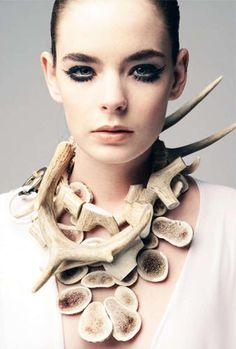 Dandi Maestre - antler neckpiece