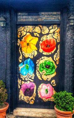 front door paint colors - Want a quick makeover? Paint your front door a different color. Here's some inspiration for you. Cool Doors, Unique Doors, The Doors, Windows And Doors, Doors Galore, Porte Cochere, When One Door Closes, Knobs And Knockers, Door Gate