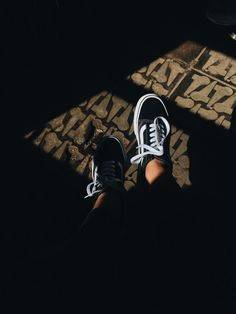 New Ideas For Sneakers Outfit Vans Black Girls Sneakers, Best Sneakers, Black Sneakers, Aesthetic Shoes, Aesthetic Girl, Foto Mirror, Tmblr Girl, Girl Hair Colors, Foto Casual