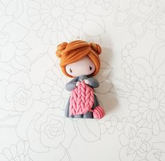 Pendant representing a dreamy girl. Handmade in polymer clay. Chain with silvery ball of 60cm. Every piece is unique, that is why he can have very light differences between the photo and the jewel there which you will receive. Delivered in a bag present. Your jewel is delicate and to