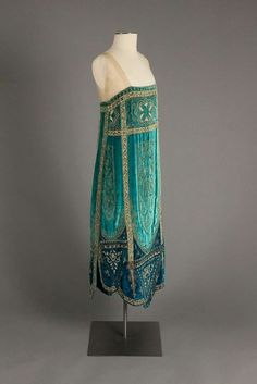 """"""" Callot Soeurs evening dress ca. 1926 From the Robert and Penny Fox Historic Costume Collection at Drexel University """" """" Callot Soeurs evening dress ca. 1926 From the Robert and Penny Fox Historic Costume Collection at Drexel University """" 20s Fashion, Art Deco Fashion, Fashion History, Vintage Fashion, Fashion Design, Edwardian Fashion, Edwardian Era, Female Fashion, Modern Fashion"""