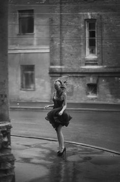 Dance portrait photography , wind in her hair, beautiful portrait! Street Photography, Fashion Photography, Motion Photography, Beauty Photography, White Photography, Portrait Photography, Mode Glamour, Jolie Photo, Inspiring Photography