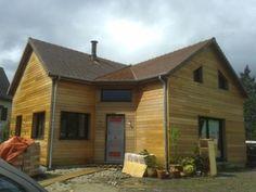 Maison construite en bois avec étage aménagé à rabagrain