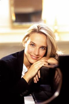 Helene Grimaud/Orch. Of Paris - Beethoven Piano Concerto No.4 2001 http://www.youtube.com/watch?v=avOy2QsXNCM