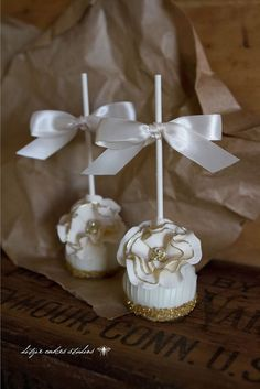 Beautiful Cake Pictures: Glittering Gold Wedding Cake Pops - Cake Pops, Wedding Cake Pops -
