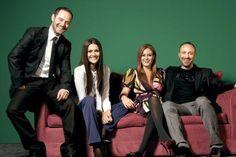 De izquierda a derecha: Tardu Flordun (Kerem Inceoglu), Berguzar Korel (Sherazade Evilyaoglu), Ceyda Duvenci (Bennu Ataman) y Halit Ergenc (Onur Aksal)