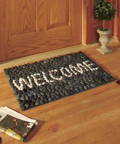 Cool DIY mats from pebbles Stone Crafts, Rock Crafts, Fun Crafts, Cool Diy, Pebble Bath Mat, Stone Rug, Inspirational Rocks, Rock And Pebbles, Diy Furniture Projects