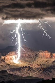 Photographer Rolf Maeder captures a lightning storm over the Grand Canyon.