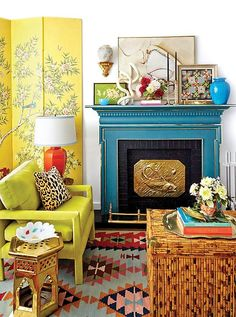 Vibrant Living Room with Asian Influences a la Eddie Ross // See 13 More Chinois. - Vibrant Living Room with Asian Influences a la Eddie Ross // See 13 More Chinois… - Chinoiserie, Asian Home Decor, Diy Home Decor, Asian Inspired Decor, Painted Mantle, Home Interior, Interior Design, Design Furniture, Furniture Ideas