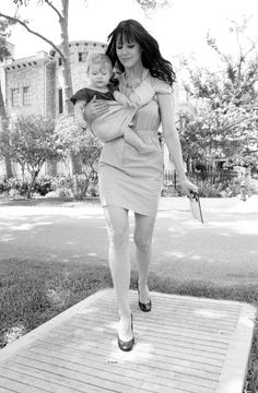 miss james #babywearing this is the classy mama i wanna be able to be at work as needed!