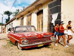 Red Car and Girls, Trinidad de Cuba (2005)