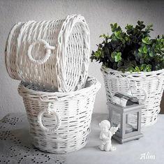 Bílé košíky Straw Weaving, Paper Weaving, Basket Weaving, Tie Dye Crafts, Diy And Crafts, Paper Crafts, Baskets On Wall, Wicker Baskets, Origami Box Tutorial