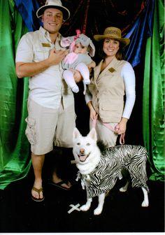 Family Halloween costume with dog - zoo keepers or safari