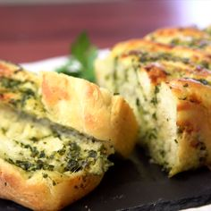Forget the basic rolls - this braided garlic bread is just what you need at your Thanksgiving table this year. With baked in cheese and parsley, you won't even need butter and it's the perfect compliment to every bite. Jen makes garlic bread classy AF. Cheesy Garlic Bread, Homemade Garlic Bread, Garlic Cheese Bread, Garlic Bread Baguette, Healthy Garlic Bread, Garlic Bread Spread, Homemade Bread Without Yeast, Homemade Yeast Rolls, Homemade Recipe