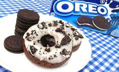 Aprende con este vídeo a como hacer donuts o donas de Oreo. La verdad es que están riquísimos y acompañados del glaseado saben como las galletas Oreo!! En ca...