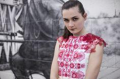 He encontrado este interesante anuncio de Etsy en https://www.etsy.com/es/listing/193029495/embroidered-short-dress
