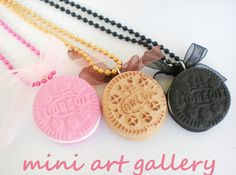 Oreo necklace pink black dough / cookie biscuit by MiniArtGallery. Perfect for BFF stuff