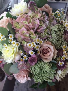 Hydrangea, quicksand roses, ammi, fever few and dahlias. Lovely soft mix made by Alice