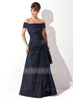 A-Line/Princess Off-the-Shoulder Sweep Train Taffeta Mother of the Bride Dress With Ruffle Appliques Sequins (008021110)