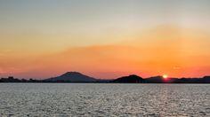 13  Sep. 18:24 博多湾対岸、糸島半島 ( Itoshima Peninsula )の稜線に日の入りです。 #sunset  at  Hakata bay in Japan