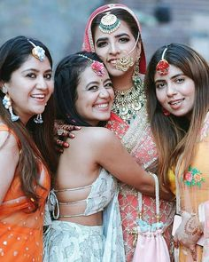Bookmark this bridesmaid pose for your D day Bridesmaid Poses, Indian Bridesmaids, Bridesmaid Dresses, Wedding Dresses, Indian Wedding Photos, Indian Bridal, Happy Married Life, Wedding News, Wedding Sutra