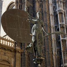"""El Giraldillo"" statue outside Seville's cathedral. Andalucía Spain."