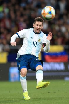 MADRID, SPAIN - MARCH 22: Lionel Messi of Argentina in action during the international friendly match between Argentina and Venezuela at Estadio Wanda Metropolitano on March 22, 2019 in Madrid, Spain. (Photo by Simon Stacpoole/Offside/Getty Images) Football Icon, Football And Basketball, Soccer Players, Messi Soccer, Messi 10, Messi Pictures, Lionel Messi Wallpapers, Leonel Messi, Uefa Champions