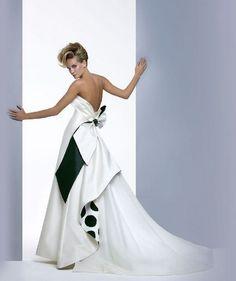 Vestido B&N - Colección de novias 2011 de Antonio Riva