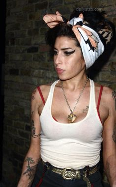 Amy Winehouse Head wrap make up