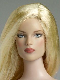 Lily Basic Close Up I Nu Mood™ Tyler Fashion - Lily Basic | Tonner Doll Company