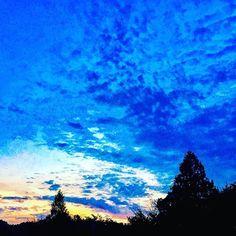 【laniteru】さんのInstagramをピンしています。 《まるで海の中のような夕暮れの空💙 * #sky #skylovers #sunset #sun7et  #love_all_sky #sky#beachlife #twilight #bluesky  #イマソラ #夕暮れの空#夕暮れ #ig_japan #igで繋がる空  #海 #夕日 #秋空》
