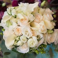 Posie calla, garden roses and lisianthus. Some of my favorite combinations. www.HollandDazeWeddings.com