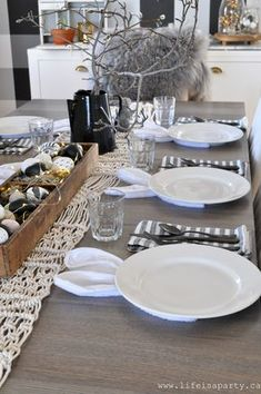 Scandinavian Farmhouse: Spring Home Tour: Black and white spring home tour. images modern Spring Home Tour: Black and white spring home tour with some pops of pastels, somewhere between Rustic Scandinavian and Modern Farmhouse. Easter Lunch, Hoppy Easter, Easter Dinner, Easter Eggs, Easter Party, Easter Food, Easter Table Settings, Easter Table Decorations, Spring Decorations