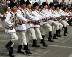 Romanian traditional costumes Part 1 Port national - Daily Fashion