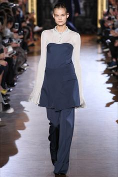 Stella McCartney collezione donna Autunno Inverno 2015-2016 alla Paris Fashion Week Stella McCartney womenswear Fall Winter 2015-2016 at Paris Fashion Week http://modainpasserella.blogspot.it/…/stella-mccartney-coll… ‪#‎StellaMcCartney‬ ‪