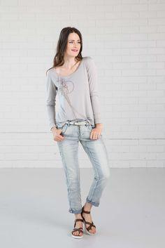 NILE - Primavera 2017 - Demin look with Light Blue jeans and Long-sleeve Grey top. #lookbookoutfits #lookbookfashion #lookbookphotoshoots