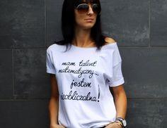 """t-shirt luźny fason - """"...JESTEM NIEOBLICZALNA!"""" - AK-Creativo - Koszulki z napisami"""