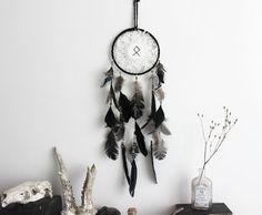 Viking Spirit . attrape-rêves noir & blanc rune par BoudoirDuChaman