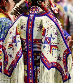 Native American Regalia, Native American Clothing, Native American Pictures, Native American Artwork, Native American Beauty, Native American Beadwork, Native Indian, Native Art, Fancy Shawl Regalia