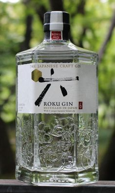 "In Japanese, roku means ""six."" Suntory's take on gin is called ""six"" after six quintessentially Japanese botanicals. Firstly, there's green tea two ways: sencha … Whisky, Gins Of The World, Gin Brands, Best Gin, Craft Gin, Gin Lovers, Wine Packaging, In Vino Veritas, Liquor Bottles"