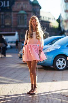Image via Stockholm Street Style Fashion Moda, Look Fashion, Fashion Outfits, Net Fashion, Fashion Clothes, Fashion Design, Street Style Stockholm, Facon, Street Chic