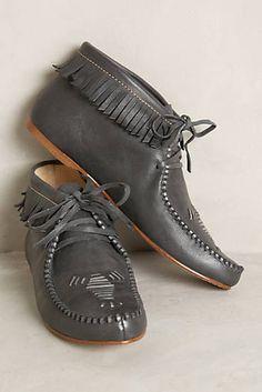 Latigo Etu Moccasins by Naomi Reid. Oxford Heels, Women Oxford Shoes, Fall Winter Shoes, Shoe Boots, Shoes Sandals, Black 7, Beautiful Shoes, Womens Flats, Slip On Shoes